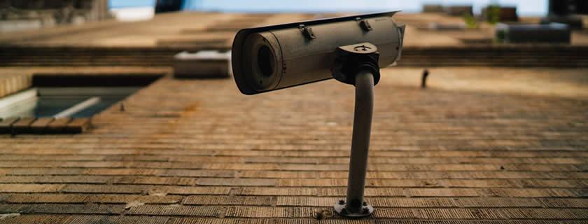 cámara seguridad en comunidad de vecinos
